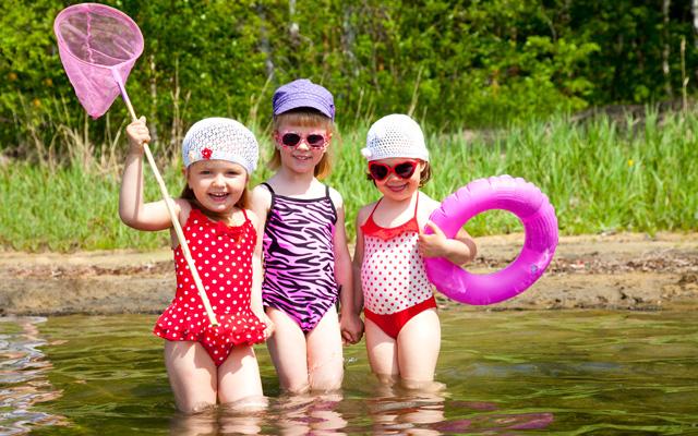 sisters-swimming