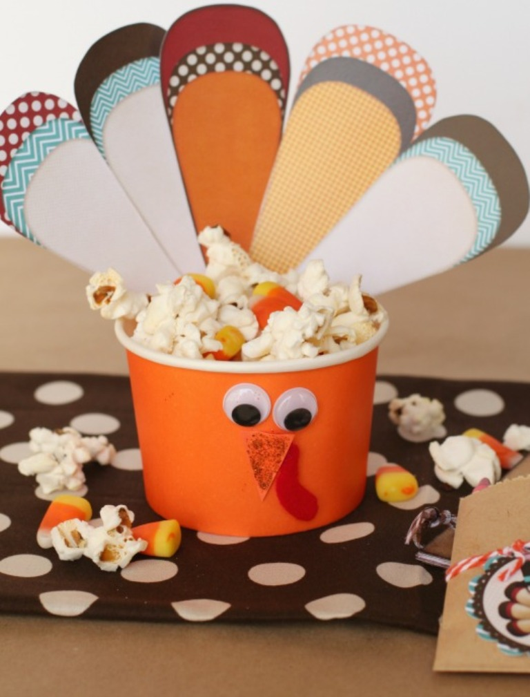 Turkey-Treat-Cups-with-popcorn