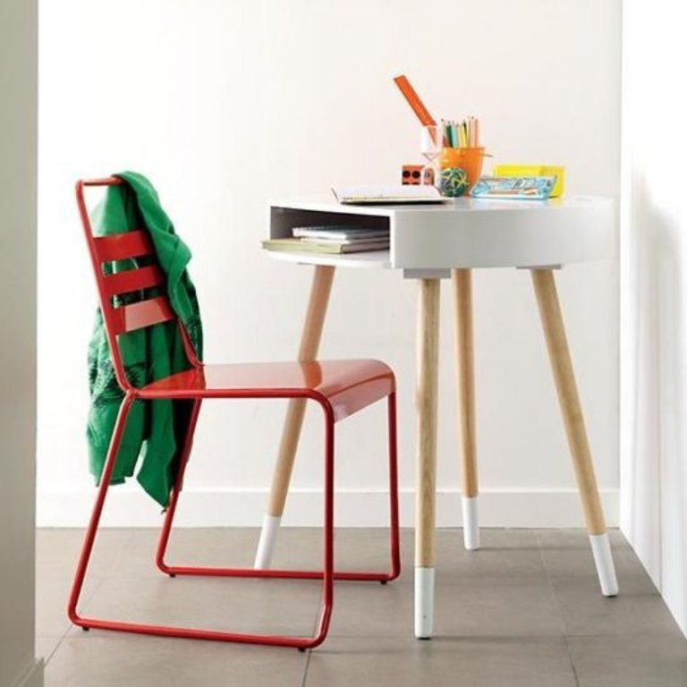 10 kids desks for small spaces for Small chair for kid