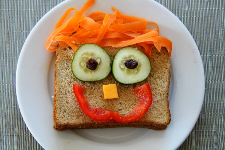 Kids-Lunches-Happy-Sandwich
