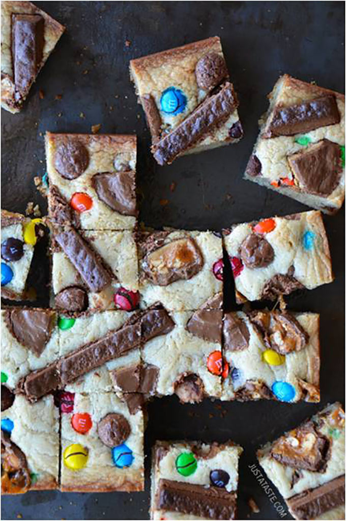 Leftover-Halloween-Candy-Blondies