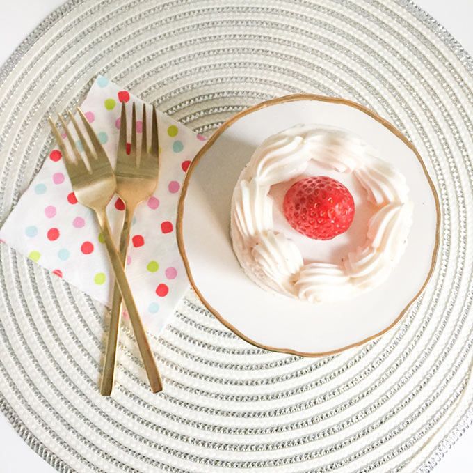 Strawberry-Shortcake-and-gold-serveware