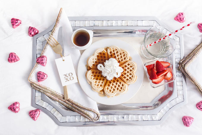 Beautiful-breakfast-in-bed-idea-by-Fashionable-Hostess