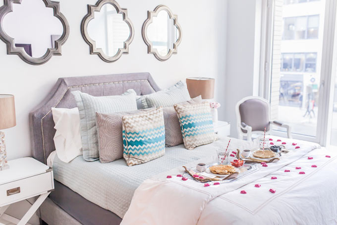 Fashionable-Hostess-bedroom-for-Valentines-Day
