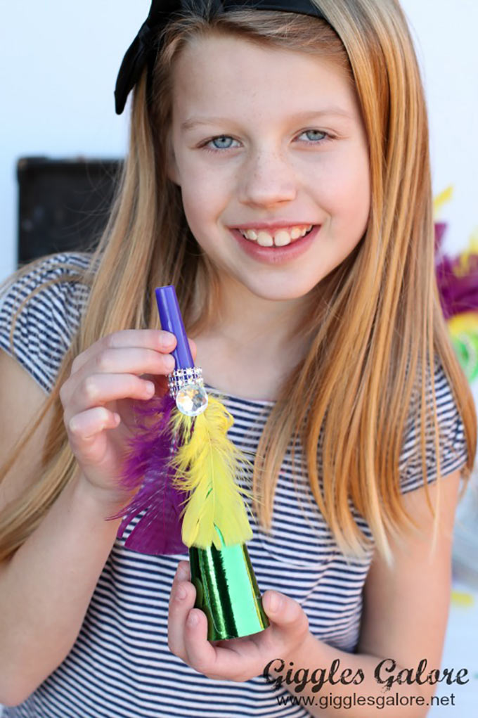 Kids-DIY-Mardi-Gras-Party-Horn