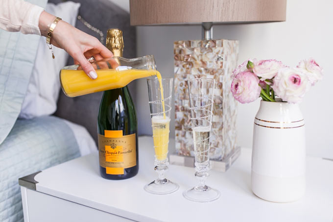Mimosas-for-breakfast-for-Valentines-Day-by-Fashionable-Hostess