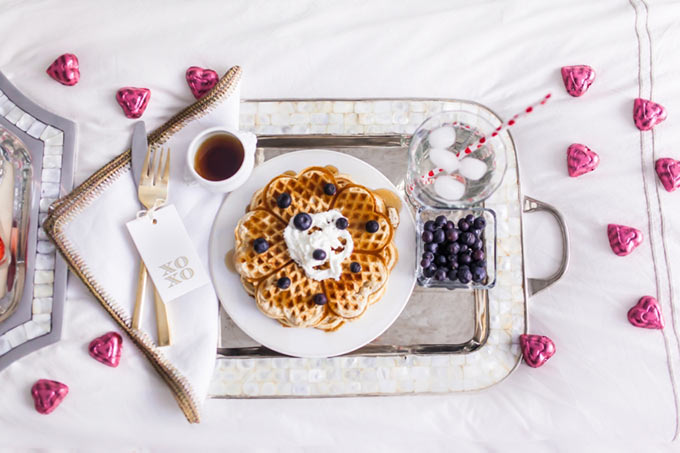 The-perfect-Valentines-Day-Breakfast-in-bed-by-Fashionable-Hostess