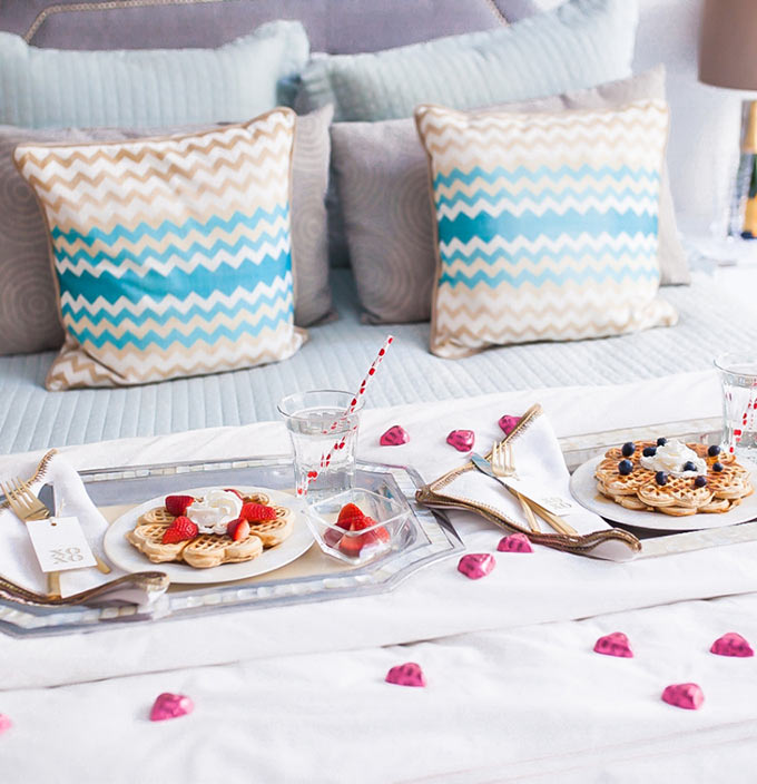 Valentines-Day-Breakfast-in-Bed-Display-by-Fashionable-Hostess