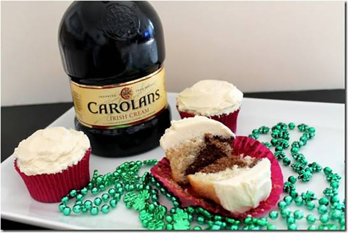 Marbeled-Irish-Cream-Cupcakes
