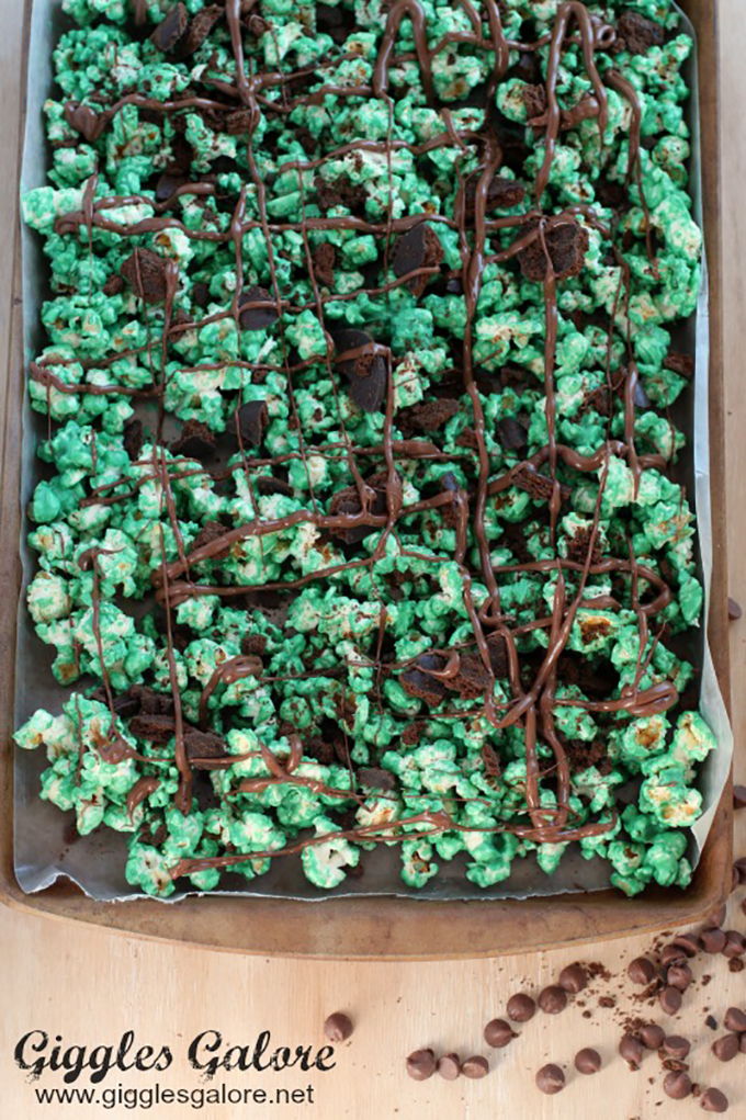 Melted-Chocolate-on-Thin-Mint-Popcorn