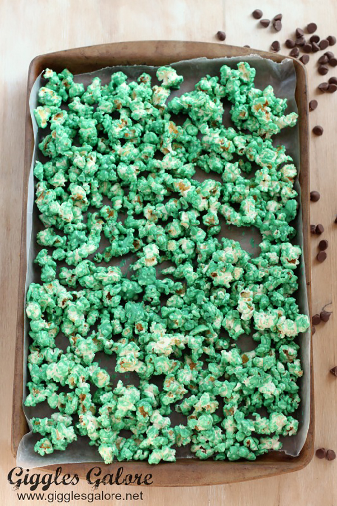 Popcorn-on-Cookie-Sheet